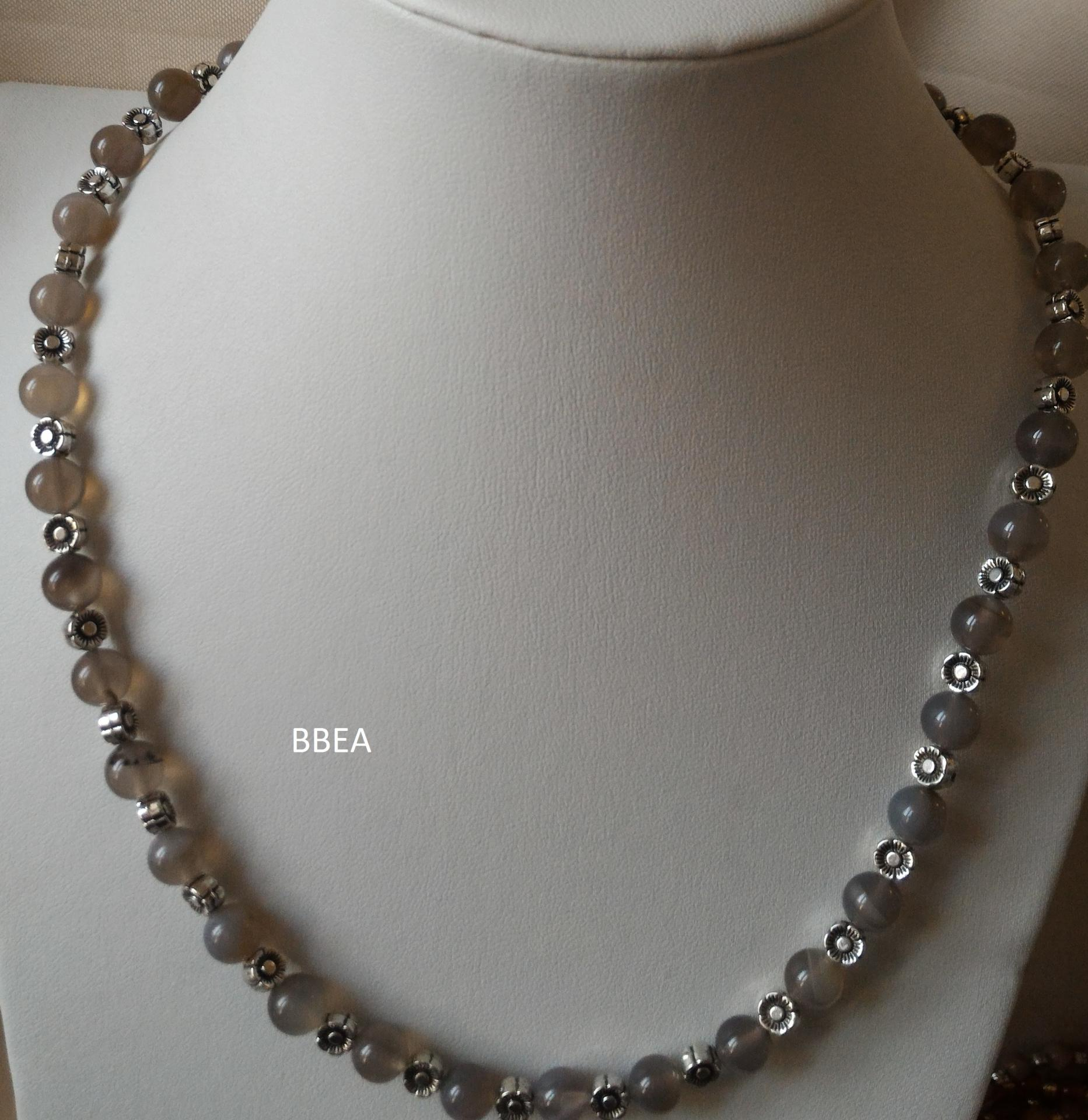 Collier agate grise