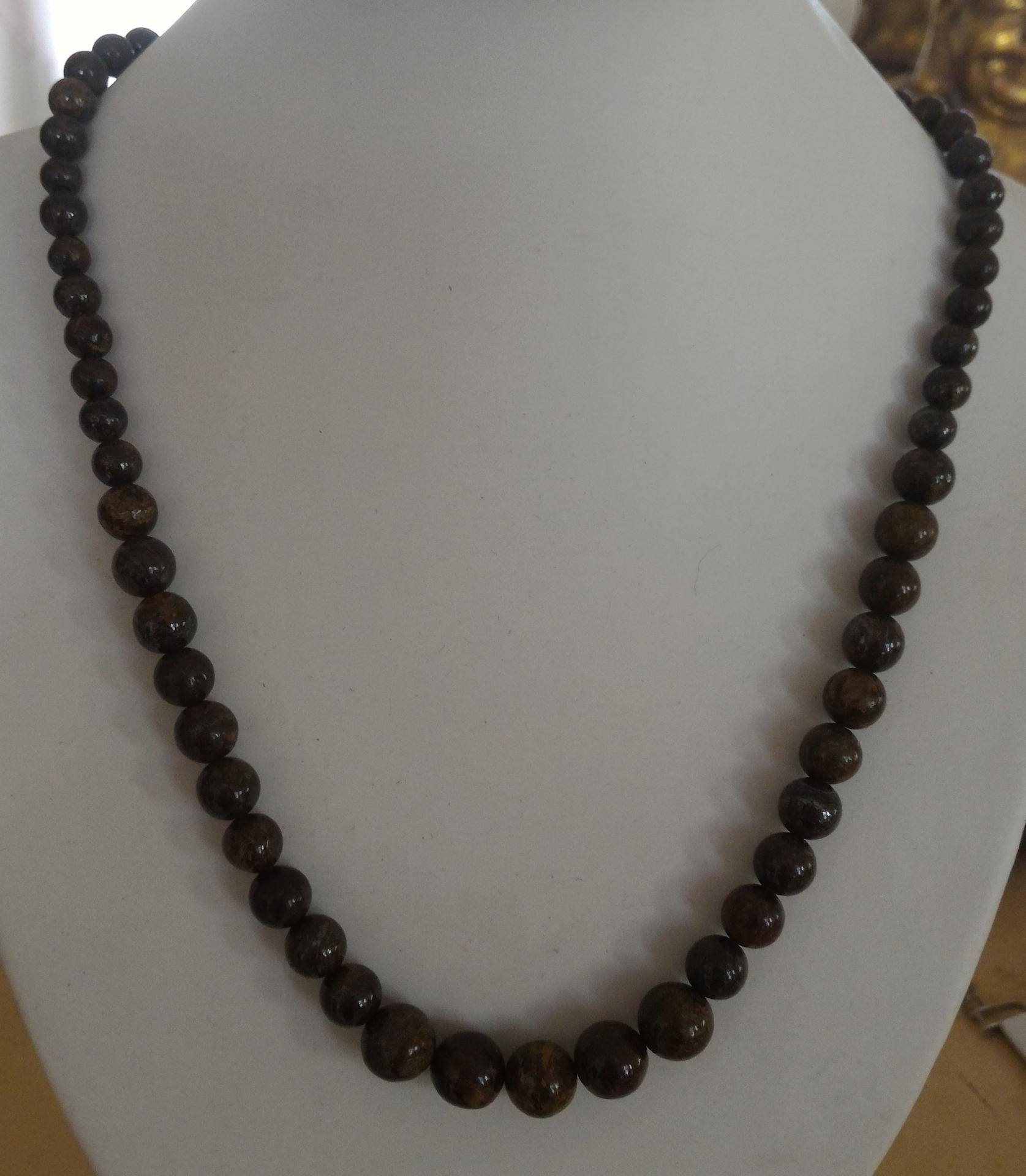 Collier en bronzite 2