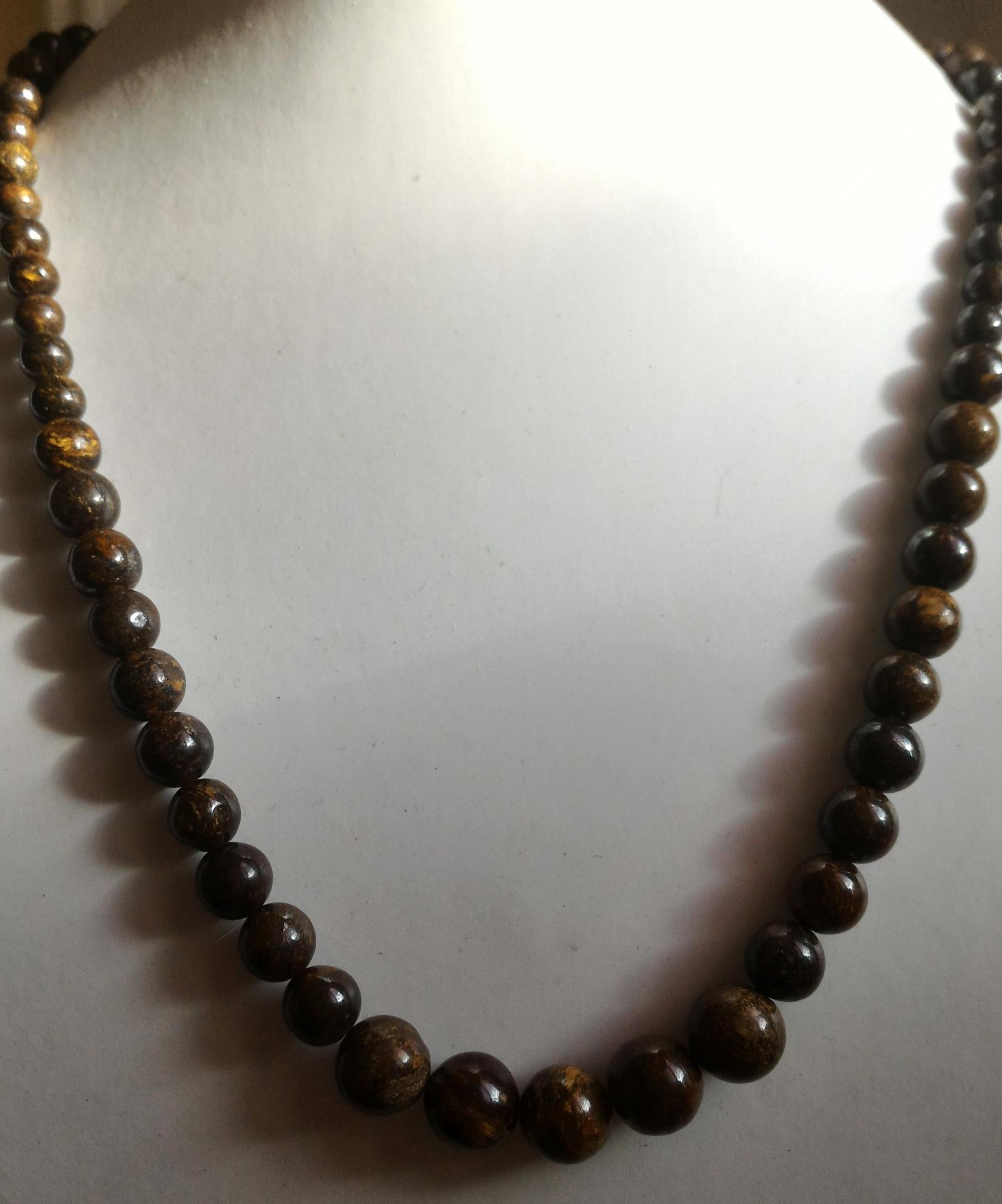 Collier en bronzite 3