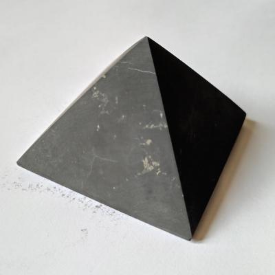 Pyramide shungite mate 1
