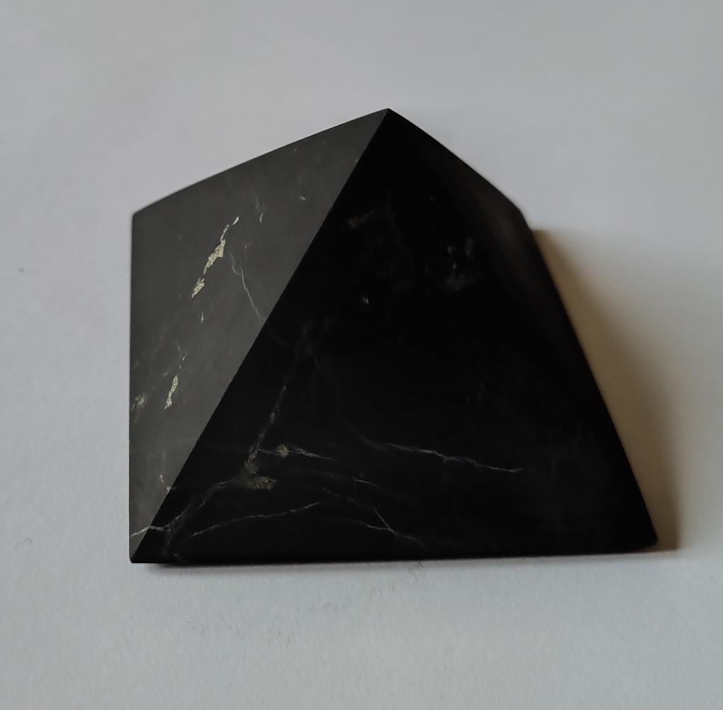 Pyramide shungite mate 2